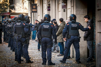 Grup de adolescenți din Spania, arestați pentru violuri și pornografie infantilă
