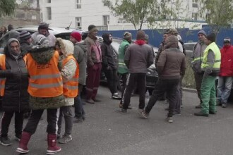 Angajații de la salubritate din Ploiești au ieșit în stradă din cauza salariilor