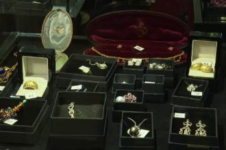 Românul care a cumpărat inelul Rihannei pentru a-l face cadou de Crăciun. Cât a plătit