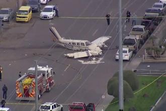 Un avion s-a prăbușit pe o șosea din SUA. VIDEO ŞOCANT