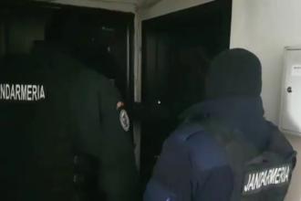 VIDEO viral. Cum au păcălit jandarmii un suspect să le deschidă ușa