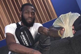 Un hoț a fost prins de polițiști după ce a postat pe Facebook un selfie cu banii furați