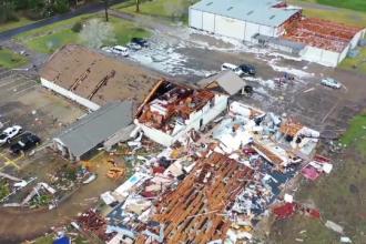 Trei oameni au murit după ce zeci de tornade au măturat sudul Statelor Unite
