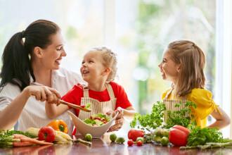 Metoda prin care copiii pot fi convinși să mănânce fructe și legume. Ce spun cercetătorii