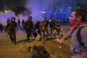 El Clasico cu scântei. Protestatarii catalani au creat haos și s-au bătut cu poliția