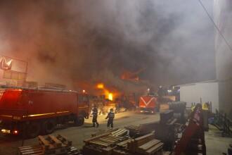Incendiu puternic într-un depozit de lângă București. Populația, avertizată prin RO-ALERT