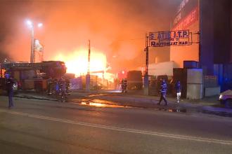 Incendiu puternic în Capitală. Hala unui depozit a fost distrusă în totalitate.