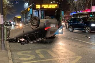 Accident între un autobuz STB și două mașini în București. Trei persoane rănite