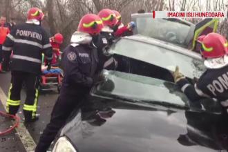 Accident grav, 5 răniți. Un șofer a mers cu viteză pe drumul umed și a pierdut controlul