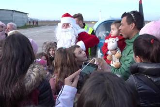 Întâlnire neobișnuită în Arad. Cum a apărut Moș Crăciun în fața copiilor