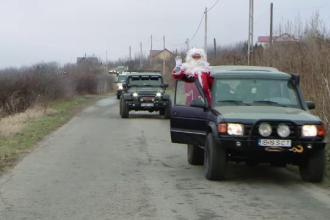 Moș Crăciun a ajuns la copii într-o mașină de off-road. Reacția emoționantă a celor mici