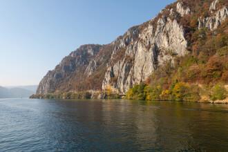 Poliția sârbă caută șase migranți care s-ar fi răsturnat cu barca pe Dunăre