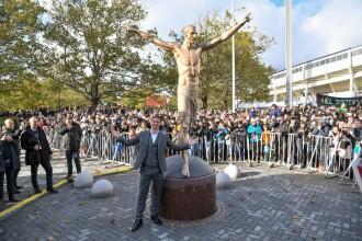 Statuia lui Ibrahimovic, vandalizată de fani. Ce au putut să îi facă și de la ce a pornit