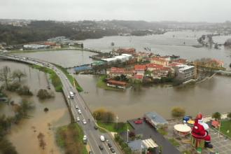 Furtunile violente mătură Europa, iar inundațiile fac ravagii. Cel puțin nouă persoane au murit