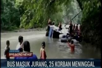 Tragedie în Indonezia. 24 de morți și 13 răniți, după ce un autobuz a căzut într-o râpă