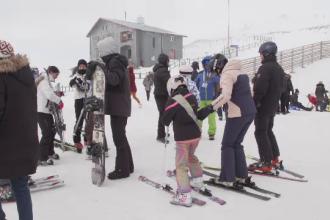 Crăciunul la munte. Cum petrec turiștii Sărbătorile și cum au compensat lipsa zăpezii