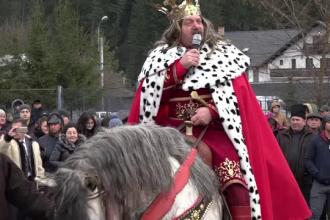 """Turiștii, încântați de apariția lui Ștefan Cel Mare la Putna: """"Promit să mă întorc"""""""