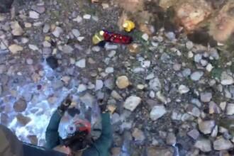 O femeie a supraviețuit miraculos după ce a căzut peste 60 de metri într-o prăpastie