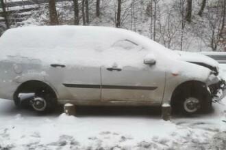 Și-a găsit mașina fără roți după ce lăsat-o pe marginea șoselei în urma unui accident în Bihor