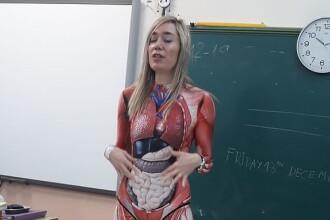 Cum a venit o profesoară îmbrăcată la oră. Elevii au rămas uimiți. FOTO