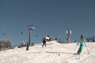"""Stațiunea de schi din România unde stratul de zăpadă depășește 50 de cm. """"Nu mă aşteptam"""""""