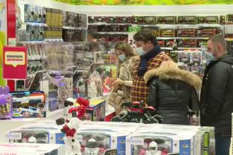 Cumpărături de Moş Nicolae. Un bucureştean susţine că va cheltui peste 3.000 de lei pe cadouri