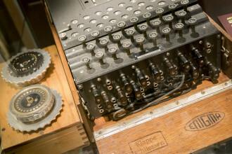 """O maşină de criptat """"Enigma"""" folosită de nazişti, descoperită de scafandri germani în Marea Baltică"""