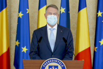"""Klaus Iohannis: """"Avem speranța că 2021 va fi anul revenirii la o viață normală. Mă voi vaccina public pe 15 ianuarie"""""""