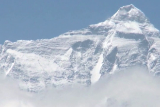Înălțimea muntelui Everest a fost modificată. Cât măsoară acum cel mai înalt munte din lume
