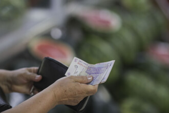 Patronatul IMM cere creşterea cu 70 de lei a salariului minim brut în 2021. Aproape niciun bugetar nu are salariul minim
