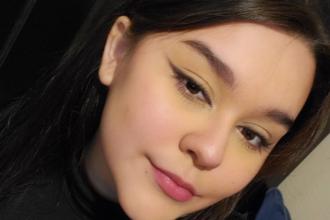 O tânără de 17 ani a murit după ce o mașină a pătruns în locuința ei, în timp ce participa la cursuri online