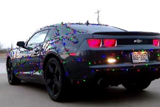 Un american și-a decorat mașina cu beculețe colorate. De unde s-a inspirat. VIDEO