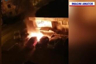 Mașină incendiată într-un cartier din Galați. Ce au găsit pompierii lângă autoturismul distrus
