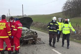 Doi bărbați au murit pe o șosea din Alba, după ce mașina lor a lovit un cap de pod