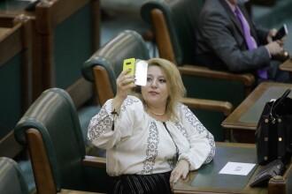 Senatoarea AUR Diana Șoșoacă, fără mască, dar cu ie la reuniunea Parlamentului. Premierul Nicolae Ciucă cere verificări