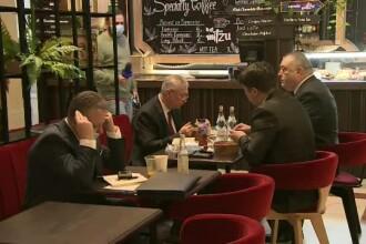 VIDEO. Parlamentarii au ignorat restricțiile Covid-19 și au mâncat la restaurantul Senatului