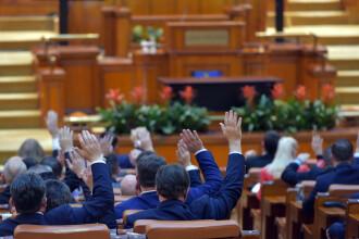 Şapte foşti parlamentari îşi cer pensiile speciale înapoi, în instanţă