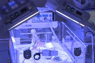 Bebelușul găsit în București va fi scos de pe ventilator. Ce se va întâmpla cu femeia care l-a abandonat