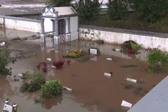 Inundații de proporții au lovit insula portugheză Madeira. Cimitirul a fost complet acoperit de ape