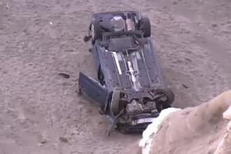 Accident teribil pe o plajă din SUA. O femeie a căzut în gol cu mașina aproape 40 de metri