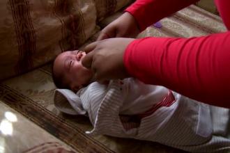 Povestea unei femei care s-a infectat cu Covid-19 în timpul sarcinii. Și-a văzut fetița după două luni