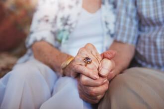 Doi profesori pensionari din Râmnicu Sărat, soţ şi soţie, au murit în urma infecţiei cu noul coronavirus