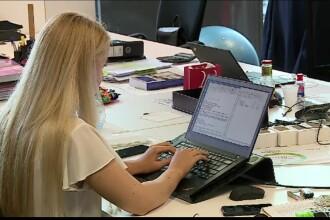 Sistemul mixt de muncă ar putea fi adoptat în 2021. Ce presupune munca de acasă combinată cu cea de la birou
