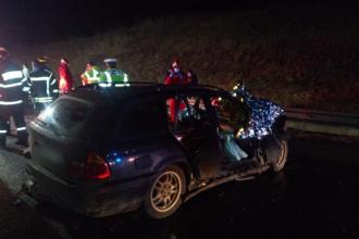 Un șofer din Cluj a ajuns în stare critică la spital după ce a intrat cu mașina într-un TIR