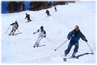 Turistii din Maramures, la distractie pe partii! Va ninge iar peste 3 zile