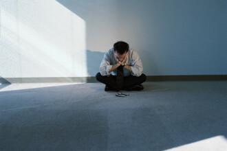 Criza loveste din nou! Mii de romani someri sufera de depresie