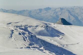 Desi a fost vreme de primavara la munte, turistii au reusit sa si schieze
