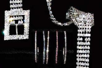300 de kg de bijuterii batute in cristale Swarowski, confiscate la Nadlac!