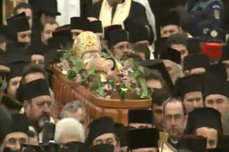 Mii de oameni au participat la inmormantarea IPS Bartolomeu Anania. Video