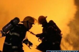 La un pas sa arda de vie dupa ce dependintele unei case parohiale de langa Suceava au luat foc